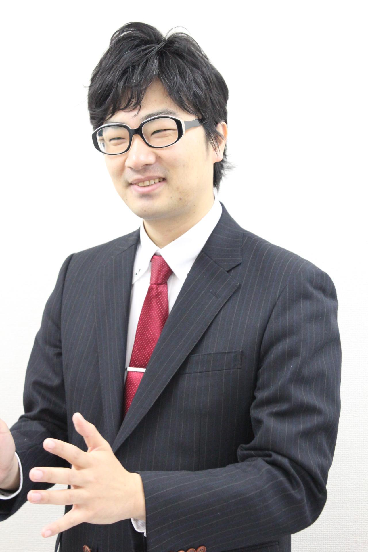 田邊佑介がろくろを回しています。